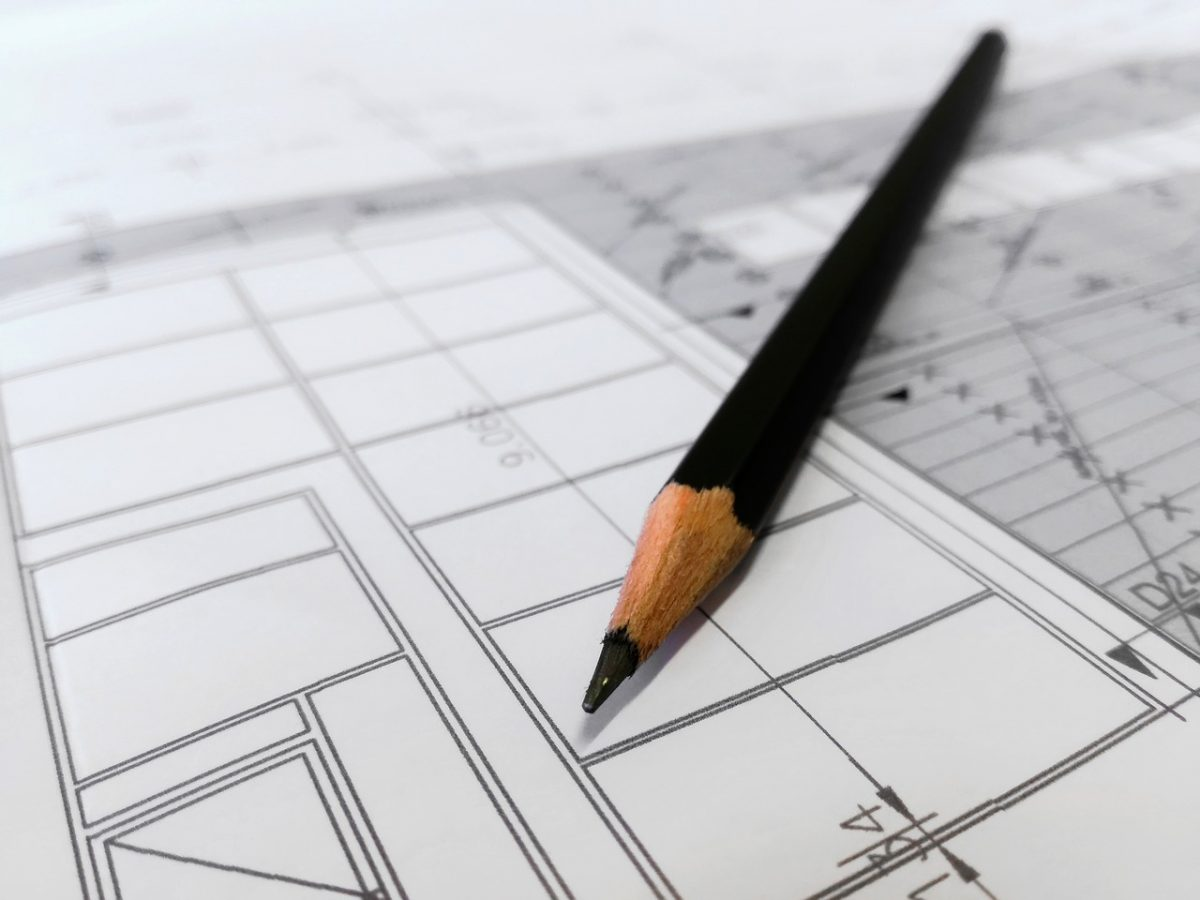 Mettre sur plan une idée d'extension de maison grâce aux dessins d'un architecte dplg